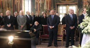 Πλήθος Κόσμου στην Κηδεία του σπουδαίου Δημοσιογράφου Χρήστου Πασαλάρη – Πολιτικοί και δημοσιογράφοι ήταν εκεί για το τελευταίο αντίο (ΦΩΤΟ)
