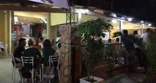 """Οι φρέσκες πρώτες ύλες, οι ελληνικές γεύσεις, οι μυρωδιές που ξεχειλίζουν και ο ταλαντούχος σεφ, κάνουν τον «Μπακάρα"""" την νούμερο ένα ψησταριά στο Περιστέρι!"""