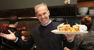 Το έχει πάρει στα «ζεστά» ο Πέτρος Κωστόπουλος – Μετά το σαντουιτσάδικο που άνοιξε, γίνεται σεφ στην Μύκονο!