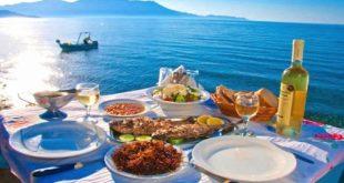 Αυτές είναι οι πεντανόστιμες σπεσιαλιτέ των ελληνικών νησιών που πρέπει οπωσδήποτε να δοκιμάσεις – Κοπανιστή Μυκόνου, Φρουτάλια Άνδρου, Σουφικό Ικαρίας και πολλά άλλα!