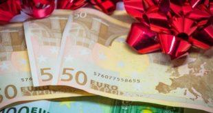 Επανέρχονται τα δώρα στο Δημόσιο – Ποιοι τα δικαιούνται