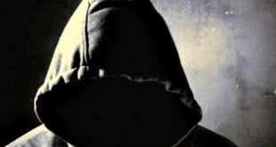 Ο μασκοφόρος άνδρας που έχει γίνει ο φόβος και ο τρόμος στην Δυτική Θεσσαλονίκη