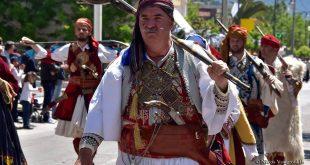 Νίκος Πλακίδας: O άνθρωπος που αφιέρωσε την ζωή του στην ελληνική παράδοση και ο μοναδικός ράφτης που φτιάχνει αυθεντικές  παραδοσιακές φορεσιές