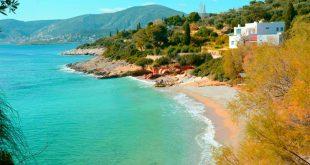 Οι καλύτερες ελεύθερες παραλίες κοντά στην Αθήνα με τα καθαρότερα νερά, μακριά από τις «στημένες» και οργανωμένες πλαζ