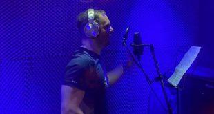 """Το εντυπωσιακό ραπ flow του LAVA για το τραγούδι """"1000 Μυστικά"""" (VIDEO)"""